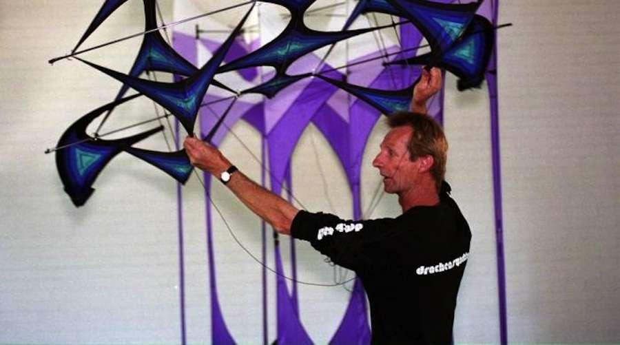 2012 robert brasington lee toy award american for Indoor kite design
